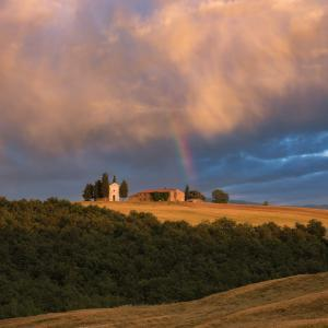 Tuscany photography locations - Chapel Vitaleta from the Road