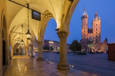 Krakow photography locations - St. Mary's Basilica from Sukiennice