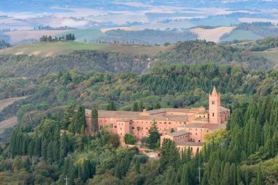 photo locations in Tuscany - Abbazia di Monte Oliveto Maggiore