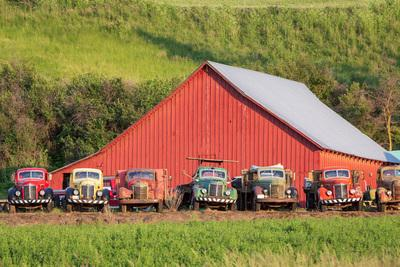 Palouse photo locations - Almota Road Trucks