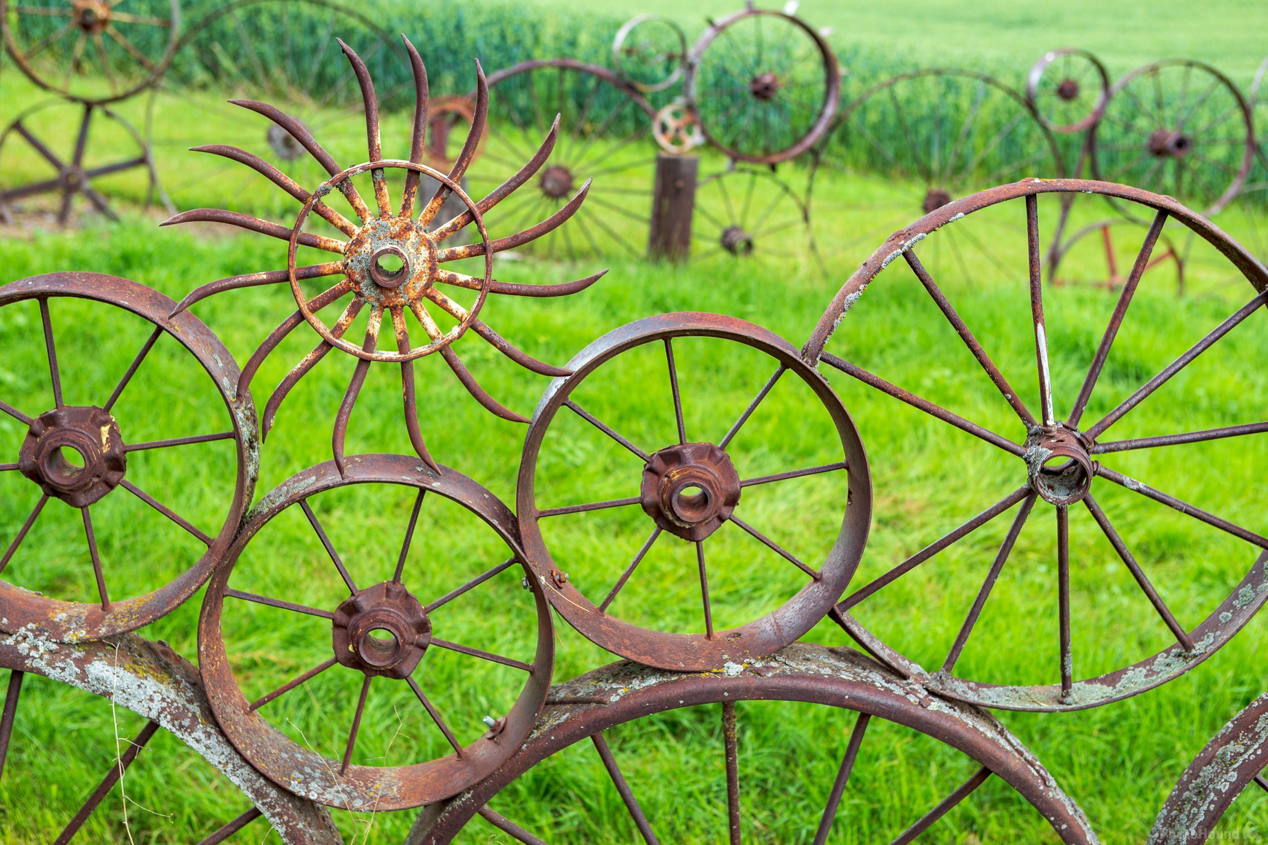Image Of Dahmen Barn And Wagon Wheel Fence 1003326