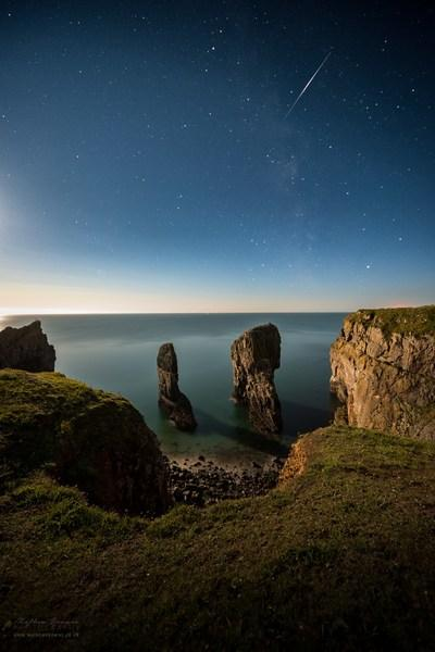 pictures of South Wales - Elegug Stacks (Stack Rocks)