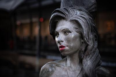 images of London - Amy Winehouse statue