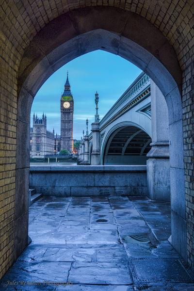 photos of London - Passage Beneath Westminster Bridge