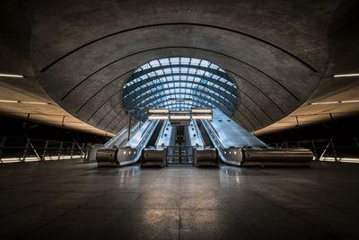 pictures of London - Canary Wharf Underground Station