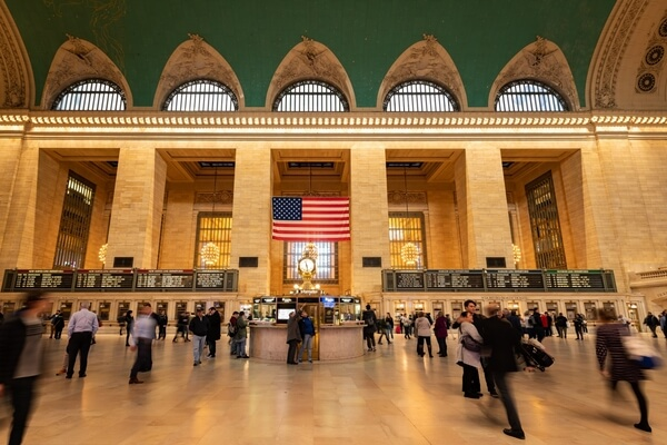 Wideangle shot of the interior of the Grand Central Terminal.