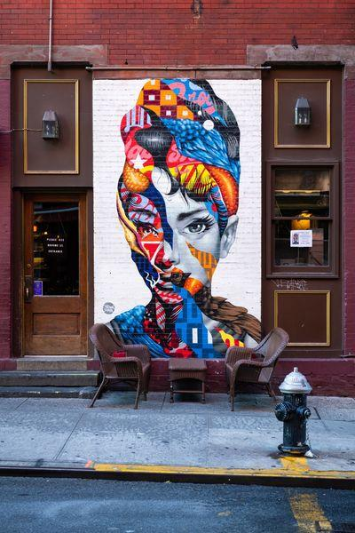 New York photo locations - Audrey of Mulberry mural