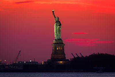 New York photo spots - Statue of Liberty from the Brooklyn Bridge Park
