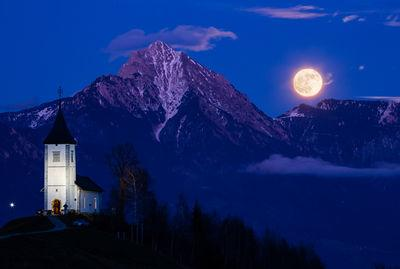 Every year between december and January the full moon rises near Storzic mountain from this viewpoint at dusk.