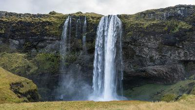 pictures of Iceland - Seljalandsfoss - walk behind the waterfall
