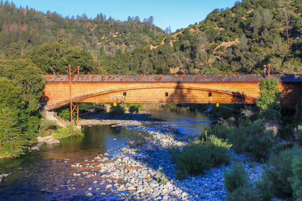 Bridgeport covered bridge spans the South fork of the Yuba river.
