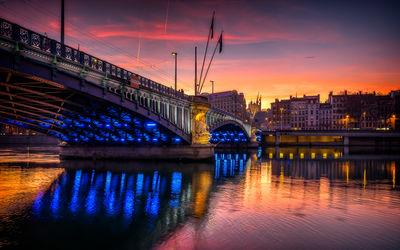 Lyon photo guide - Banks of Rhone at the level of the Lafayette bridge