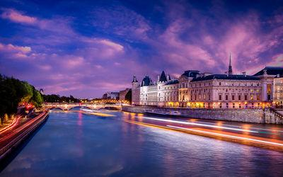 Ile De France instagram locations - The Seine seen from Pont Neuf
