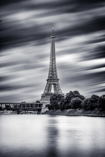 Bir Hakeim Bridge and the Eiffel Tower in B/W seen from the banks of the Seine, along the Voie Georges Pompidou.
