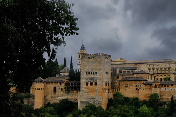 Day after, the weather changed. Thick dark clouds made a nice background for Alhambra.