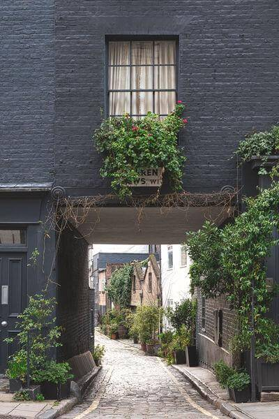 images of London - Warren Mews