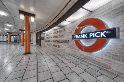 images of London - Piccadilly Circus Underground Station