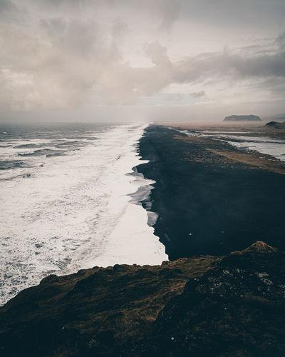 photography spots in Iceland - Dyrhólaey Black Beach Viewpoint