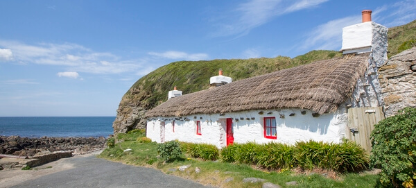image 2 ~ Ned's Cottage is one of many photogenic photo opportunities around the relatively small area of Niarbyl Bay.