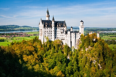 Bayern photography locations - Neuschwanstein Castle from Marienbrücke