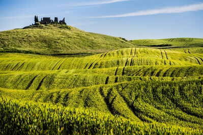 Tuscany photo locations - Ruin in the fields of Tuscany