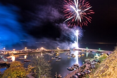 pictures of South Wales - Saundersfoot Fireworks