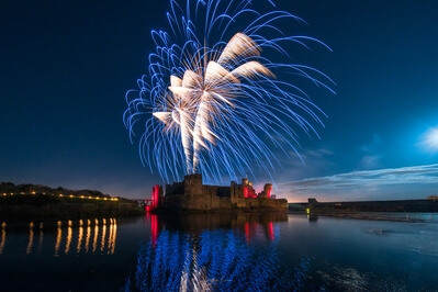 photos of South Wales - Fireworks at Caerphilly Castle