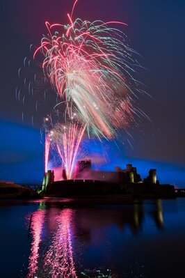 images of South Wales - Fireworks at Caerphilly Castle