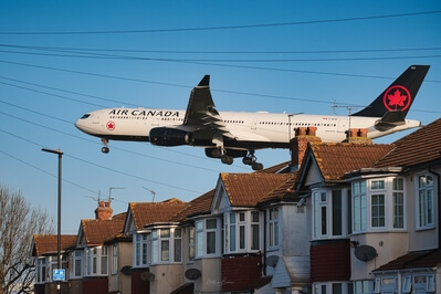 photos of London - Myrtle Avenue Planespotting