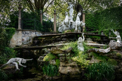 images of London - The Naked Ladies, York House Gardens