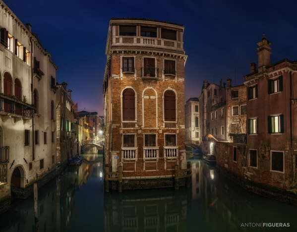 One of the many photogenic places in Venice, especially nice in the blue hour.