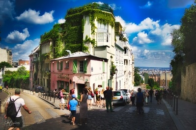photography spots in Ile De France - La Maison Rose, Montmartre