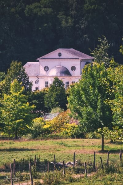 Distant view on the theatre at the Gardens of the Seneffe Castle