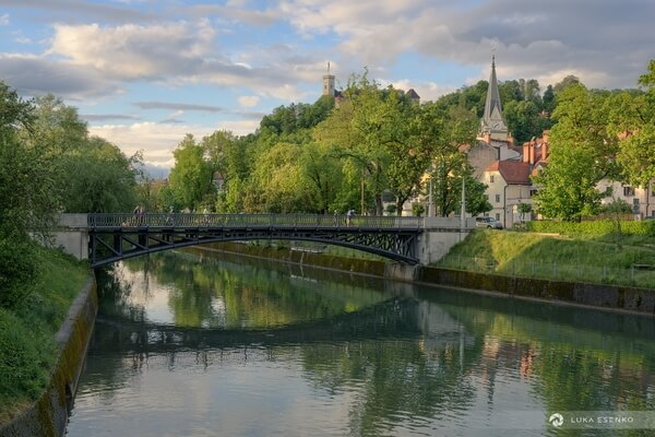 Ljubljanica river and the castle above Ljubljana old town
