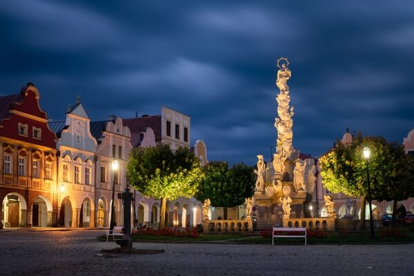 Plague column with the statue of Virgin Mary, during the blue hour