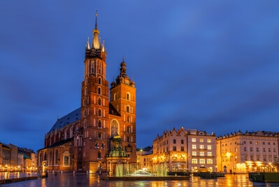pictures of Krakow - St. Mary's Basilica from Sukiennice