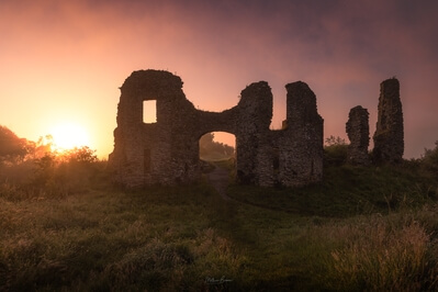 Carmarthenshire photography spots - Newcastle Emlyn Castle