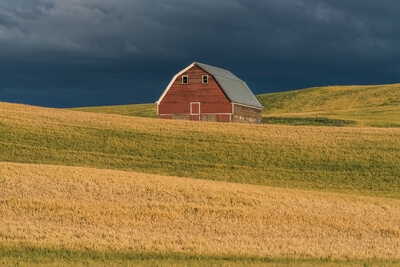 Oakesdale instagram spots - Red Barn on hill above Oakesdale Road
