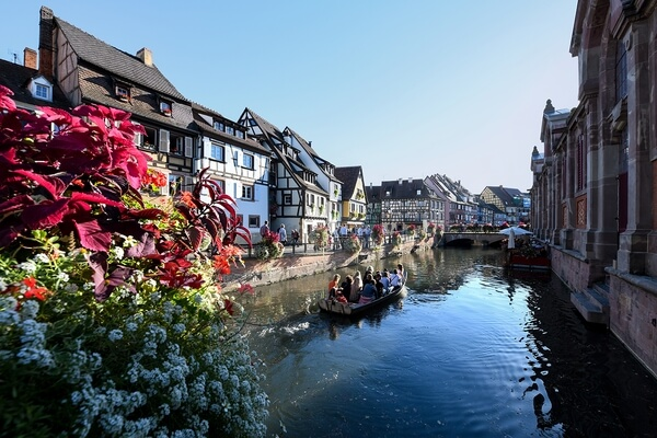 The tiny canal of Colmar is really charming and beautiful especially during day time and there are many spots to shoot
