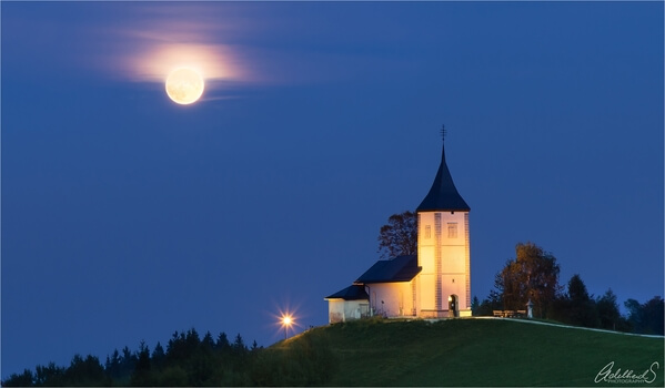Jamnik Church with full moon