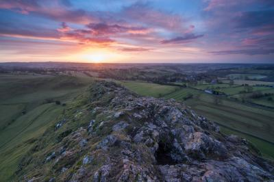 photography spots in Derbyshire - Dove Dale - Thorpe Cloud