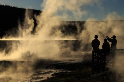 pictures of Yellowstone National Park - Cliff Geyser – Black Sand Basin