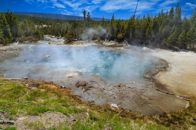 photos of Yellowstone National Park - NGB - Emerald Spring