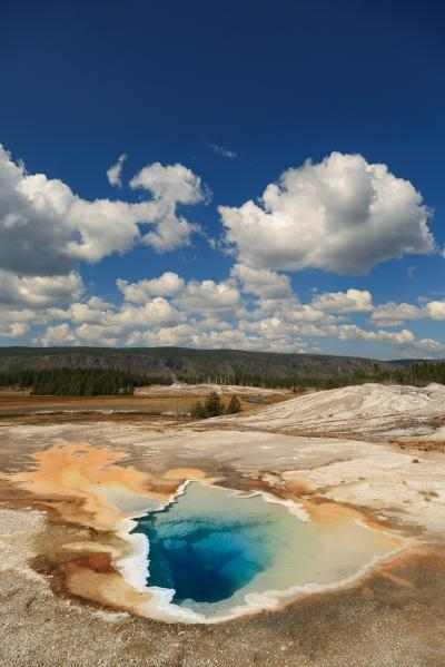 photos of Yellowstone National Park - UGB - Heart Spring