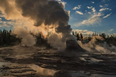 pictures of Yellowstone National Park - UGB - Grotto Geyser