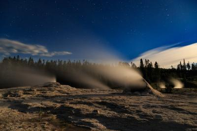 images of Yellowstone National Park - UGB - Giant Group of Geysers