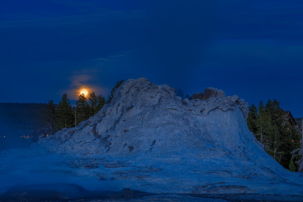 Moonrise, Castle Geyser