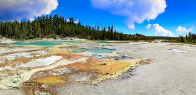 pictures of Yellowstone National Park - NGB - Crackling Lake
