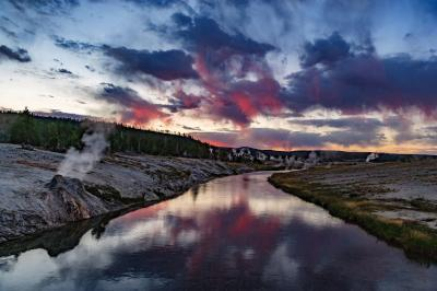 images of Yellowstone National Park - UGB - Firehole River
