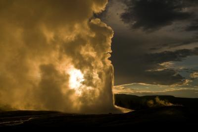 photos of Yellowstone National Park - UGB - Old Faithful
